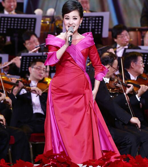 总政歌舞团著名歌唱家雷佳亮相音乐会,挑战难度极高的艺术歌曲《在