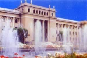 我国与塔吉克斯坦建立外交关系