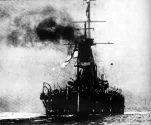 """英国第一艘""""无畏""""号战舰下水"""